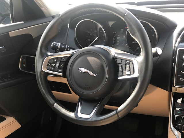 jaguar xe czarny10
