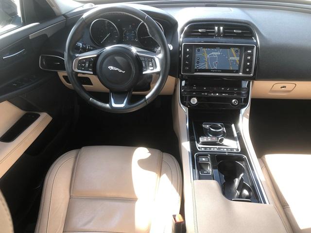 jaguar xe czarny11