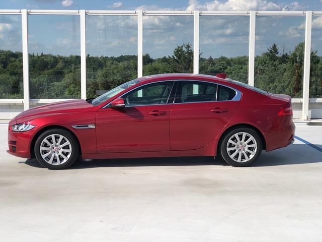 jaguar xe czerowony2