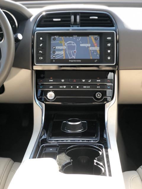 jaguar xe czerwony12