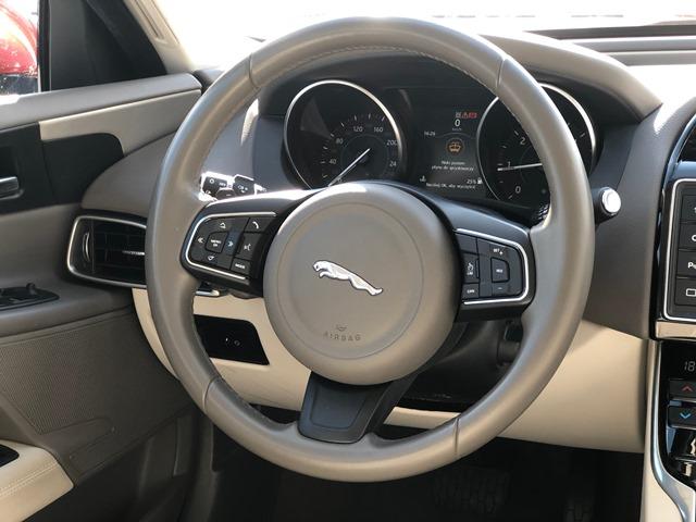 jaguar xe czerwony13